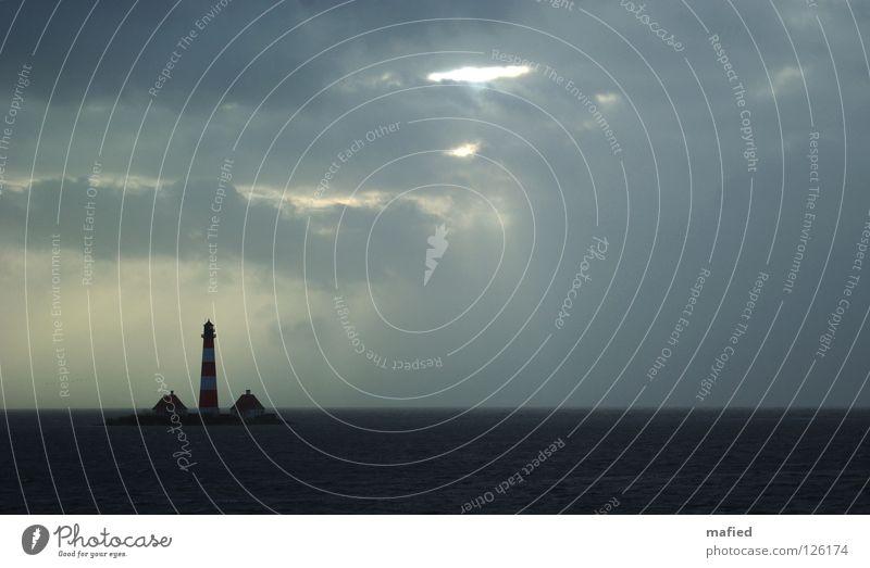 Atlantis Sturm Leuchtturm Wellen Wolken Hochwasser Westerhever Deich Nordfriesland Einsamkeit Meer Nordsee mordsee emma Wasser Himmel Sonne Wind Flut warft
