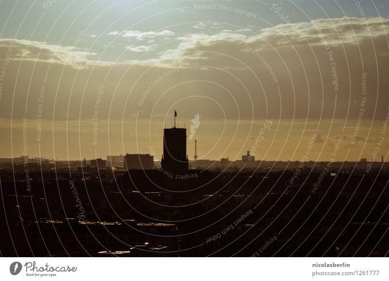 Berlin, du bist viel zu flach geraten Tourismus Sightseeing Sommer Häusliches Leben Traumhaus Telekommunikation Himmel Sonne Sonnenaufgang Sonnenuntergang
