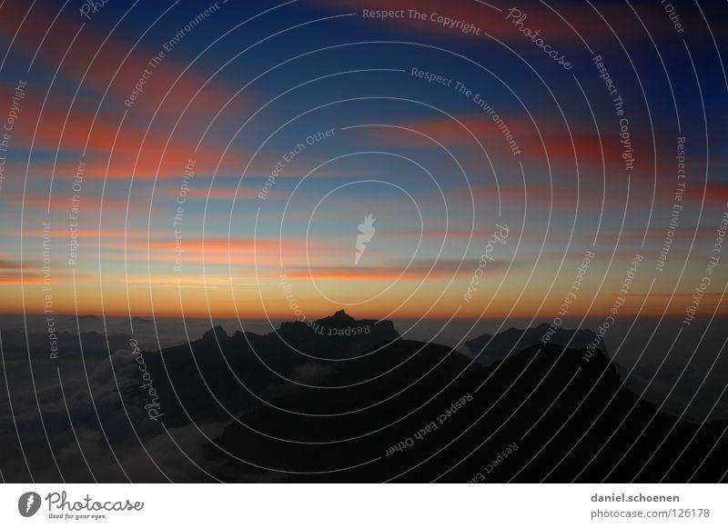 ziemlich weit oben ( die 2.) Himmel Sonne blau rot Wolken gelb Farbe kalt Berge u. Gebirge Luft wandern Nebel Hintergrundbild Wetter Horizont Freizeit & Hobby