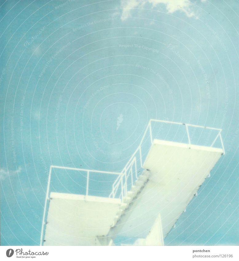Polaroid zeigt weißen Sprungturm vor blauem Himmel im Sonnenschein Freude Schwimmbad Freizeit & Hobby Ferien & Urlaub & Reisen Freiheit Sommer Stadion Wasser