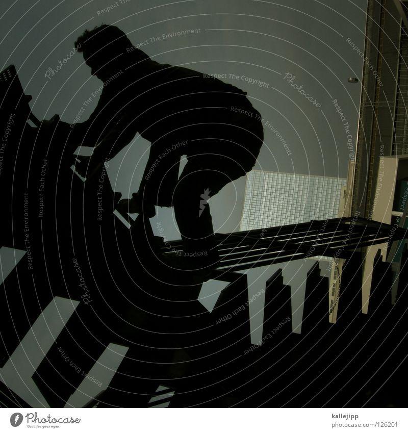 wolkenkratzer? pokratzer! Mann Silhouette Dieb Krimineller Rampe Laderampe Fußgänger Schacht Tunnel Untergrund Ausbruch Flucht umfallen Fenster Parkhaus Licht