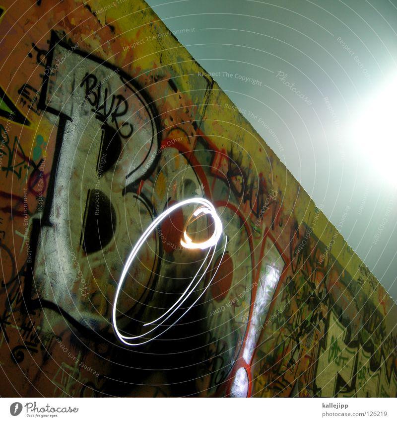 dickes b Farbe Wand Graffiti Berlin Gefühle Stil Kunst Beton mehrere Schriftzeichen Lifestyle Kultur Wut Gesellschaft (Soziologie) Typographie Gesichtsausdruck