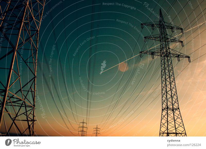 von B nach A Draht Elektrizität Ferne Synthese Dämmerung möglich Energiewirtschaft verteilen Umleitung Ladengeschäft Himmel Verbindung Netz Leitung Eisenbahn