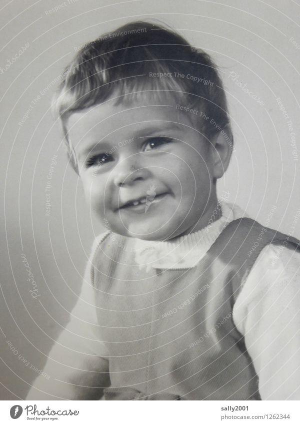 freundlich... feminin Kind Mädchen Kindheit 1 Mensch 1-3 Jahre Kleinkind Kleid kurzhaarig authentisch Freundlichkeit Fröhlichkeit Gesundheit Glück natürlich