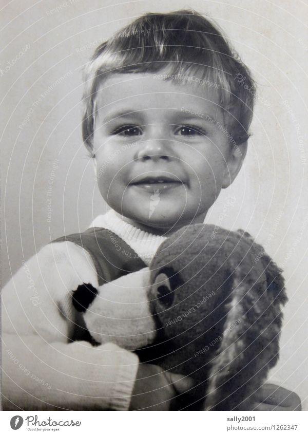 mein liebstes Kuscheltier... Spielen feminin Kind Mädchen Kindheit Gesicht 1 Mensch 1-3 Jahre Kleinkind festhalten Lächeln Freundlichkeit Fröhlichkeit