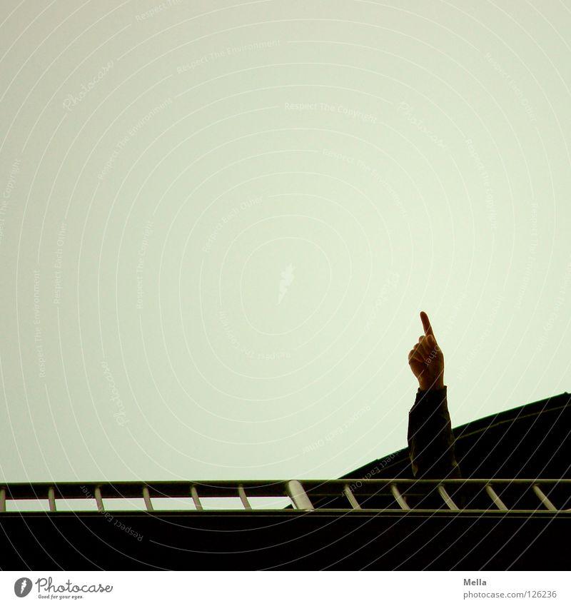 Da schau her! Freizeit & Hobby Arme Hand Finger Umwelt Luft Himmel Brücke Turm Geländer hoch oben trist grau Perspektive Ziel zeigen deuten gestikulieren