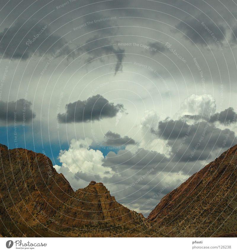 Ruhe vor dem Sturm Natur Himmel blau Ferien & Urlaub & Reisen ruhig Wolken dunkel Berge u. Gebirge Stein Wärme Regen Landschaft hell Stimmung braun Beleuchtung