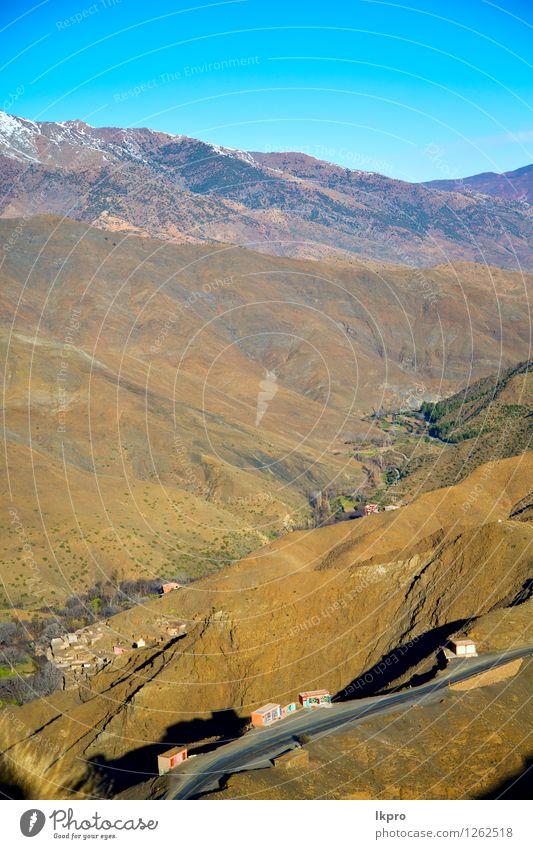 im Boden Afrika Marokko Sommer Schnee Berge u. Gebirge Natur Landschaft Sand Himmel Horizont Klima Hügel Felsen Straße Stein alt Armut gelb Einsamkeit Angst