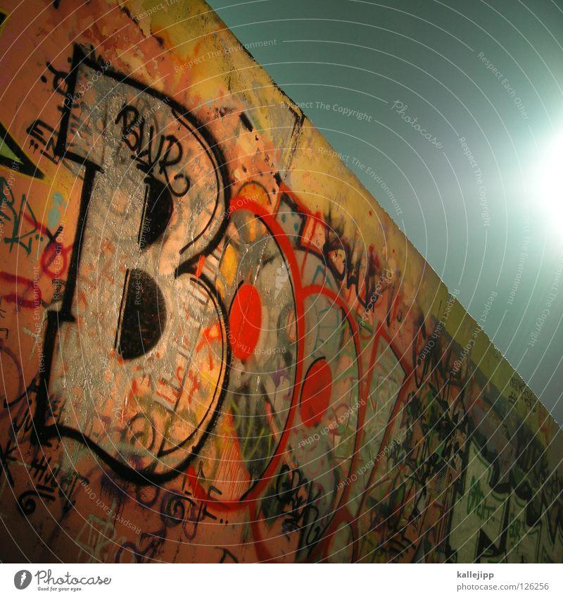 addicted Farbe Wand Graffiti Berlin Gefühle Stil Kunst Beton mehrere Schriftzeichen Lifestyle Kultur Wut Gesellschaft (Soziologie) Typographie Gesichtsausdruck