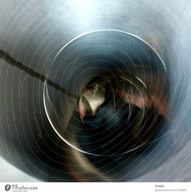 Reise zum Mittelpunkt der Erde Rutsche hart Tunnel Wasserwirbel Spielplatz Spielen toben Zeit Licht Sehnsucht Geschwindigkeit einfach anstrengen Freude silber