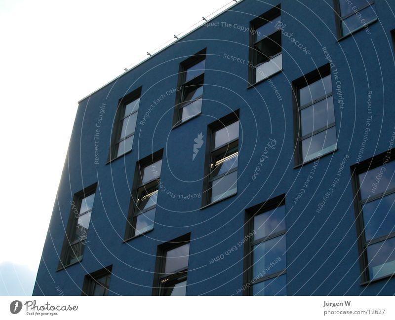 blaue Ecke Haus Fenster Architektur hoch verrückt