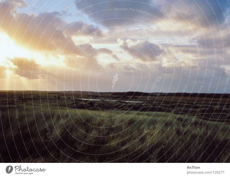 Ein Licht geht auf Himmel Sonne Wolken Einsamkeit Ferne Stranddüne Ameland