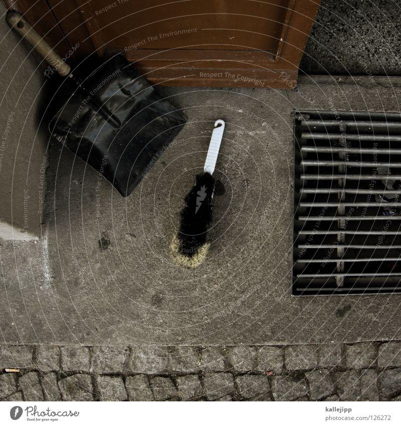 kehrwoche Reinigen Hausmeister Flur Schaufel Kehren Hauseingang Treppenhaus Mieter Sauberkeit Besen Eimer putzzeug dreckig schrubben cleaning putzkraft
