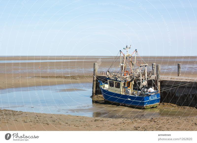 In den Sand gesetzt Wasser Strand Schifffahrt Fischerboot warten Gelassenheit ruhig Wattenmeer Pellworm Steg Himmel Farbfoto Außenaufnahme Menschenleer