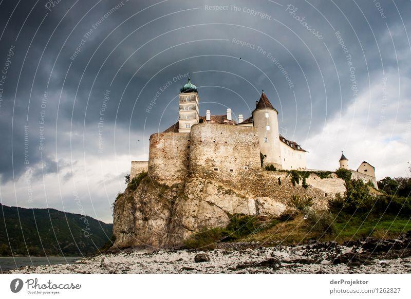 Vampirschloß an der Donau Natur Ferien & Urlaub & Reisen Pflanze Landschaft Strand Umwelt Gefühle Herbst träumen Tourismus Angst Wellen wandern Ausflug