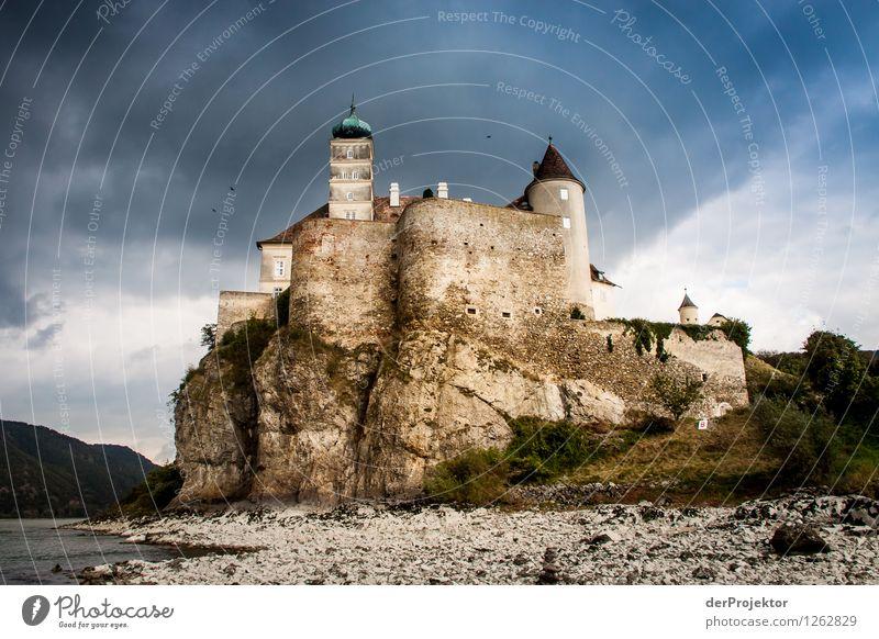 Die Burg von Graf Zahl Ferien & Urlaub & Reisen Tourismus Ausflug Abenteuer wandern Umwelt Natur Landschaft Gewitterwolken Herbst schlechtes Wetter Wellen