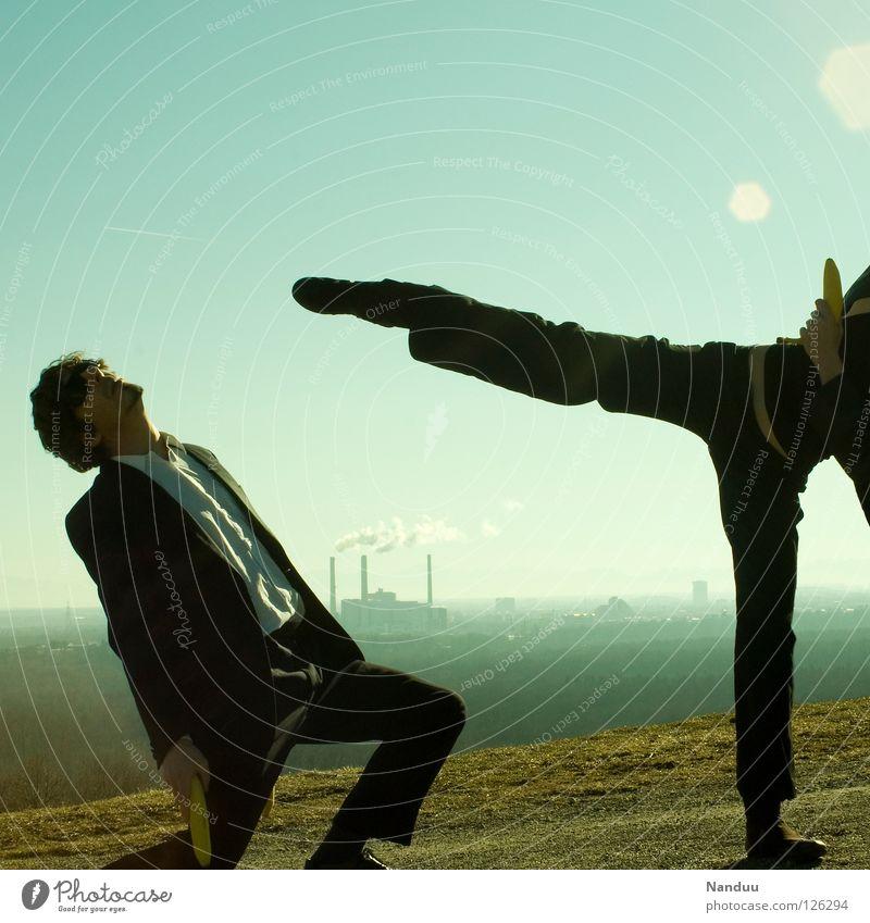 : R E L O A D E D : Nahkampf, die zweite Mensch Frau Mann grün Wand lustig Treppe maskulin verrückt Aktion Turm Industrie Körperhaltung Filmindustrie Fabrik
