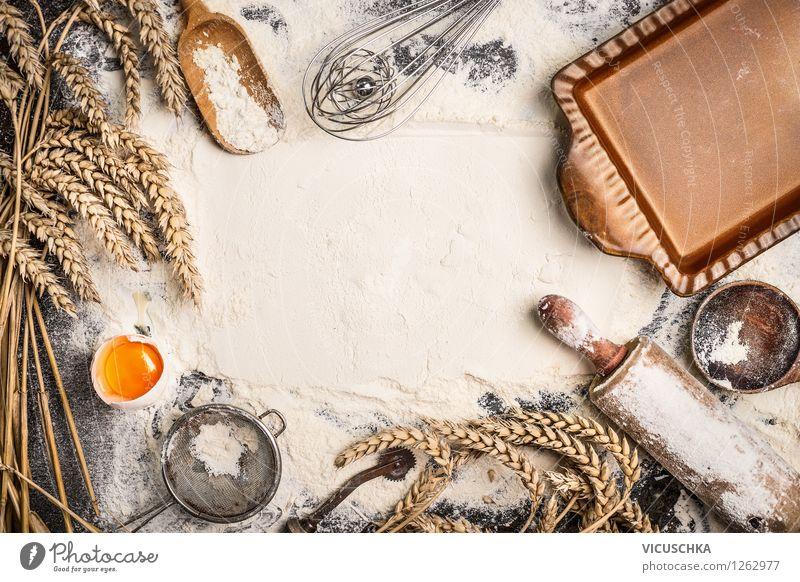 Mehl Hintergrund mit Geräte fürs Backen Lebensmittel Getreide Teigwaren Backwaren Brot Brötchen Croissant Kuchen Ernährung Bioprodukte Löffel Stil Design Haus