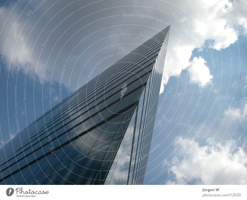 Stadttor 2 Himmel blau Wolken Architektur Hochhaus modern Ecke Spitze Düsseldorf
