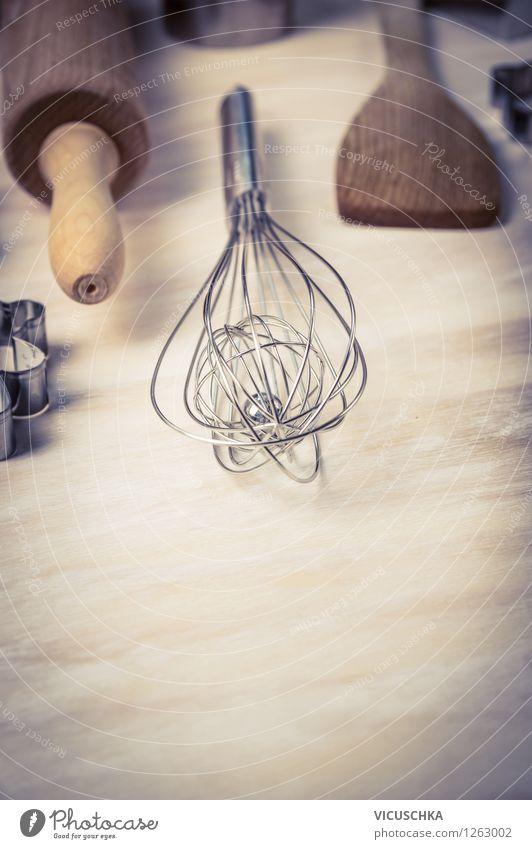 Schneebesen und andere Backen Geräte Stil Design Haus Tisch Küche Hintergrundbild kochen & garen Nudelholz Spaten Retro-Farben Rührbesen rühren Hausgeräte
