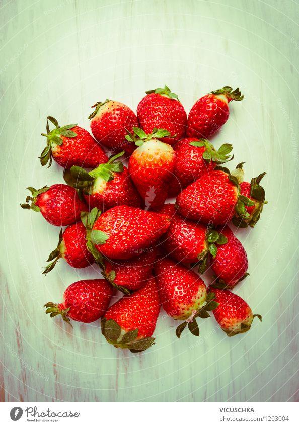 Erdbeeren Natur Sommer Gesunde Ernährung Leben Stil Essen Foodfotografie Garten Lebensmittel Frucht Design Ernährung Tisch Bioprodukte Dessert reif