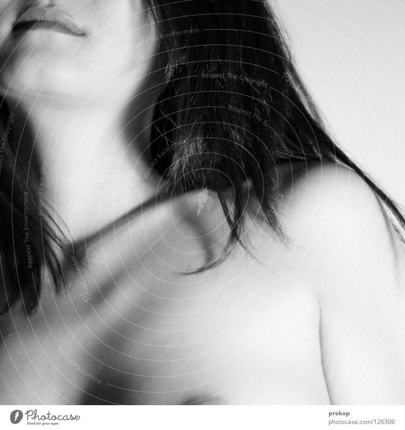Strukturverluste - I Frau Mädchen schön attraktiv Oberkörper Haarsträhne Lippen Kinn weich zart dunkel Erotik Wunsch Begierde fein schwarz weiß Brustwarze
