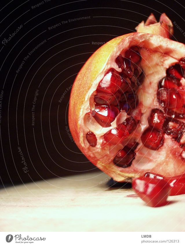Munitionslager Granat Rubin rot rosa Lebensmittel Pflanze Vitamin Saft Ernährung lecker genießen Obstsalat Himbeeren Kerne Fruchtfleisch fruchtbar Lust schwarz