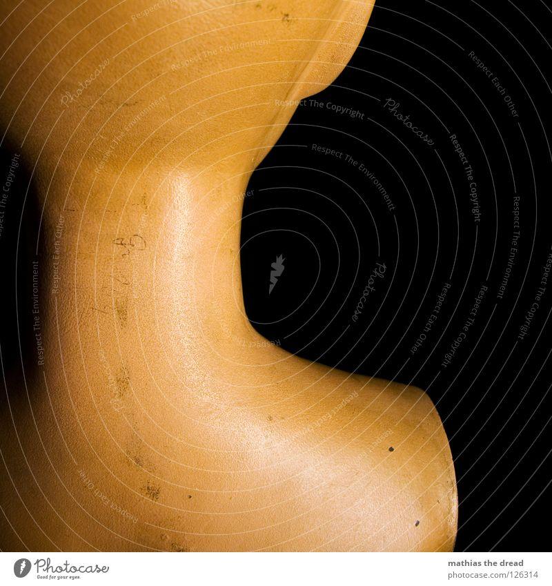 RÜCKENANSICHT alt schön ruhig schwarz Einsamkeit feminin Tod dunkel Kopf Metall Rücken Arme Haut Ohr Vergänglichkeit Kunststoff