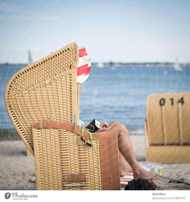 Entschleunigen... Mensch Ferien & Urlaub & Reisen Jugendliche Mann blau Sommer Sonne Meer Freude Ferne Strand 18-30 Jahre Erwachsene Stil Beine Freiheit