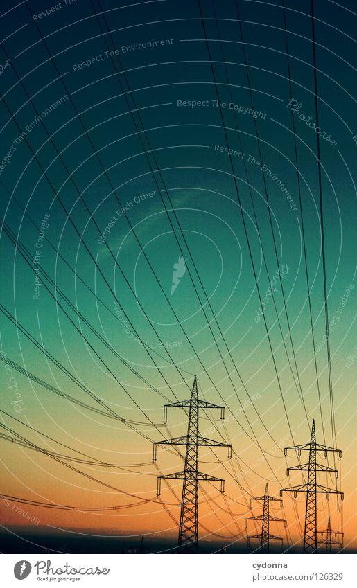 Regenbogenhimmel Draht Elektrizität Ferne Synthese Dämmerung möglich Energiewirtschaft verteilen Umleitung Ladengeschäft Farbverlauf Industrie Himmel Verbindung