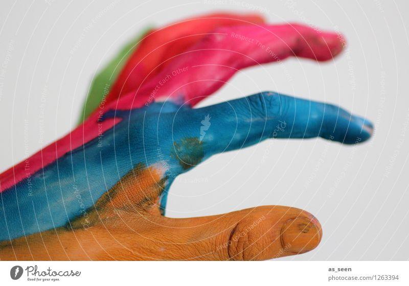 Catchin´ colours Kind Hand Finger Kunst Künstler Maler Kunstwerk berühren Bewegung außergewöhnlich einzigartig rebellisch blau mehrfarbig rot Fröhlichkeit