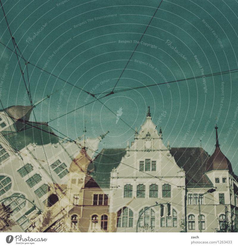 es klappt Berlin Köpenick Stadt Hauptstadt Stadtrand Altstadt Menschenleer Haus Traumhaus Turm Bauwerk Architektur Mauer Wand Fassade Fenster Dachgiebel