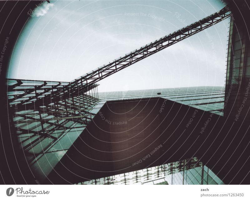 Traum | Visionen Haus Fabrik Stadt Bankgebäude Industrieanlage Bauwerk Gebäude Architektur Mauer Wand Fassade Fenster Glas Metall Linie dunkel eckig kalt grau