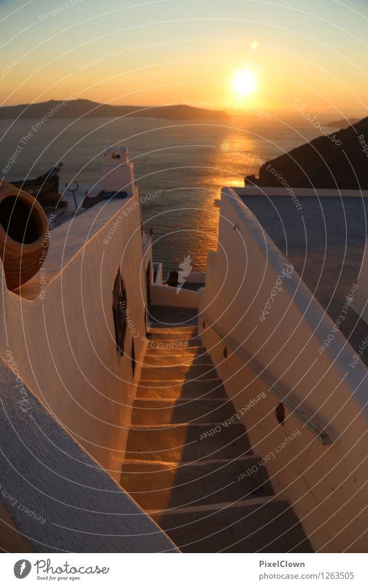 Santorin Lifestyle Reichtum elegant Stil harmonisch Ferien & Urlaub & Reisen Tourismus Kreuzfahrt Sommerurlaub Strand Meer Insel Wellen Landschaft Sonnenaufgang