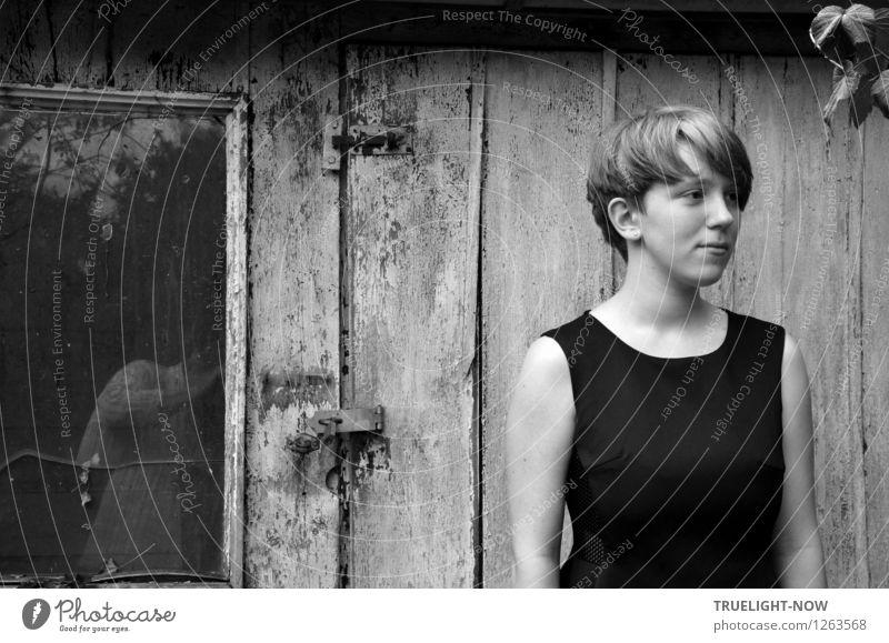 Geduld mit dem Fotografierer Mensch Kind Jugendliche schön Junge Frau Erotik Fenster Gefühle feminin Holz Haare & Frisuren Garten Mode Stimmung 13-18 Jahre