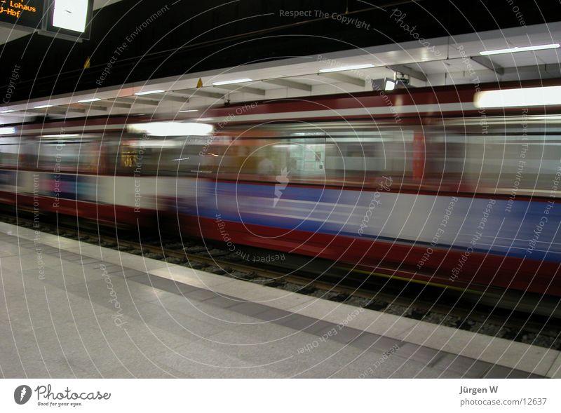 zu spät Eisenbahn Geschwindigkeit fantastisch U-Bahn Bahnhof London Underground unterirdisch