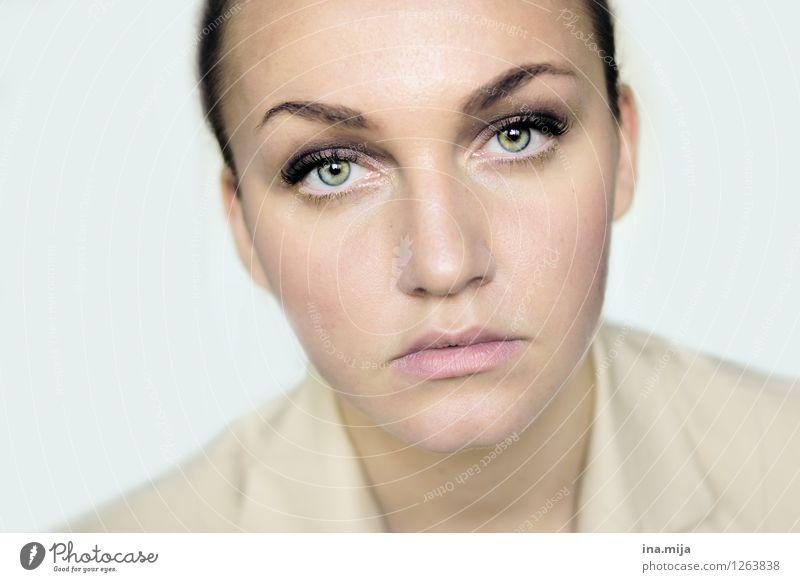 _ Mensch Frau Jugendliche schön Junge Frau 18-30 Jahre Gesicht Erwachsene Leben feminin Kraft authentisch einzigartig Coolness Neugier nah