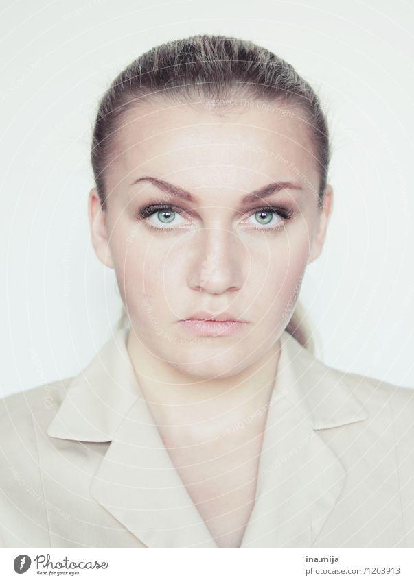 _ Mensch Frau Jugendliche Junge Frau 18-30 Jahre kalt Gesicht Erwachsene Leben feminin Haare & Frisuren Arbeit & Erwerbstätigkeit Büro Kraft Erfolg Bildung