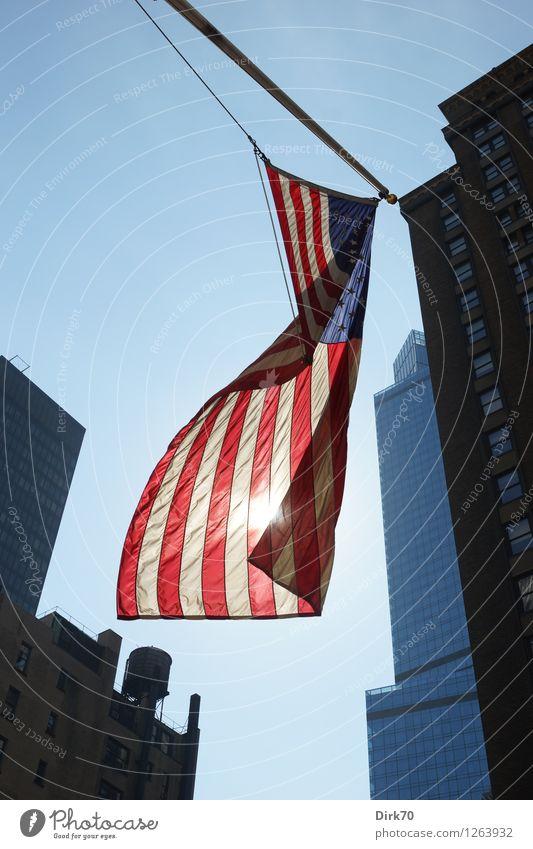 Sterne und Streifen Ferien & Urlaub & Reisen Tourismus Städtereise New York City Manhattan USA Stadt Stadtzentrum Haus Hochhaus Straßenschlucht Fahnenmast