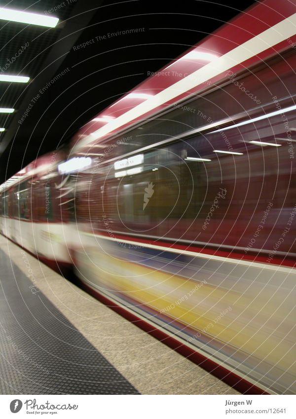 schon weg U-Bahn Geschwindigkeit Eisenbahn London Underground Station unterirdisch Düsseldorf verpassen Bahnhof missed train