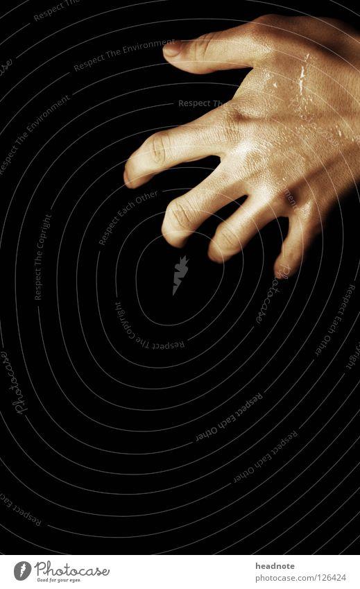 Eingriff Hand schön schwarz dunkel Haut glänzend nass Rücken Finger leer feucht Griff Schweiß