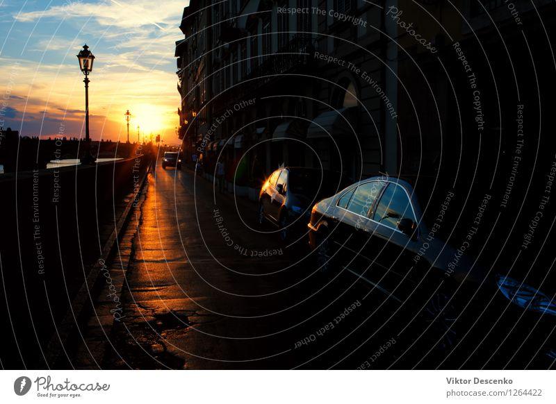 Straße mit Laternen in Florenz Ausflug Sonne Spiegel Business Himmel Wolken Kleinstadt Stadt Verkehr PKW Metall Geschwindigkeit Aussicht Sonnenuntergang Fenster