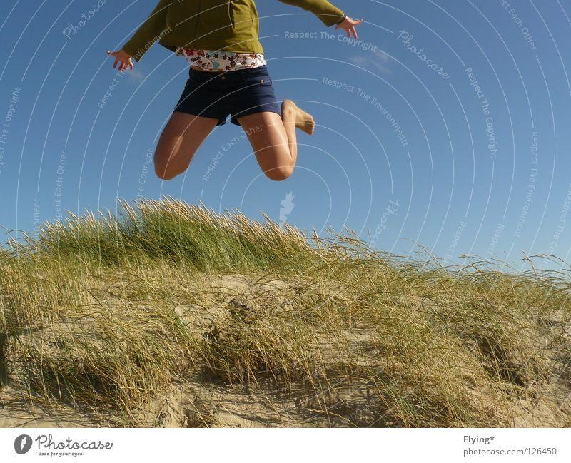 fliegen wollen Himmel Sommer Freude Ferien & Urlaub & Reisen springen Sand Beine Kraft Luftverkehr Freizeit & Hobby Lust Stranddüne Dünengras