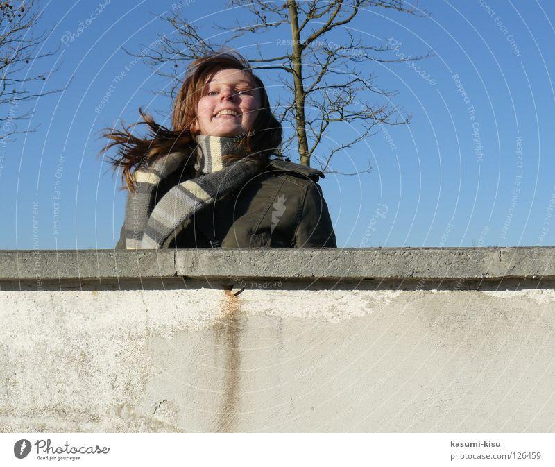 lebendsfreude Himmel Baum blau Freude Winter Haare & Frisuren Mauer Mantel Schal