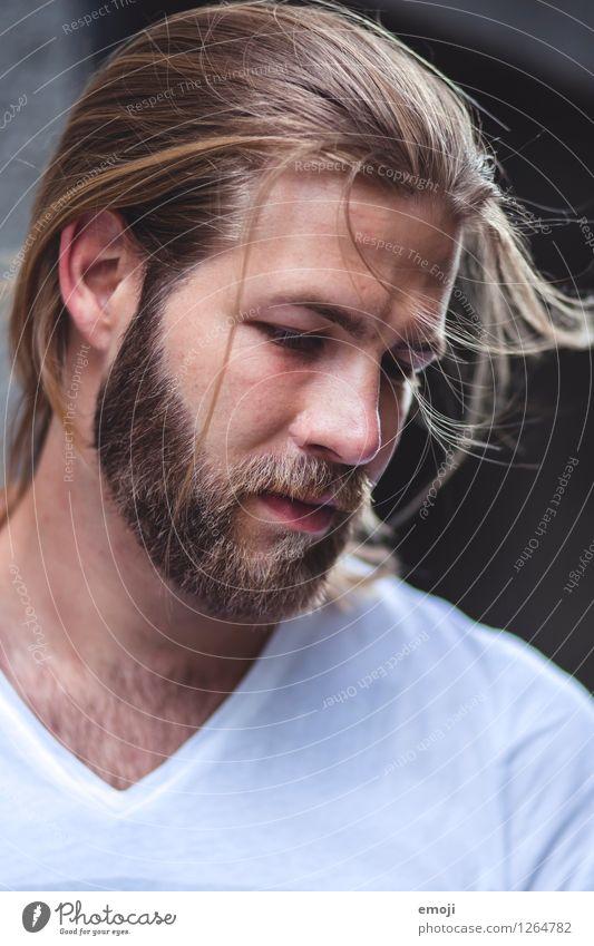 zersaust maskulin Junger Mann Jugendliche Kopf Haare & Frisuren Gesicht Bart 1 Mensch 18-30 Jahre Erwachsene langhaarig Vollbart Behaarung Coolness trendy