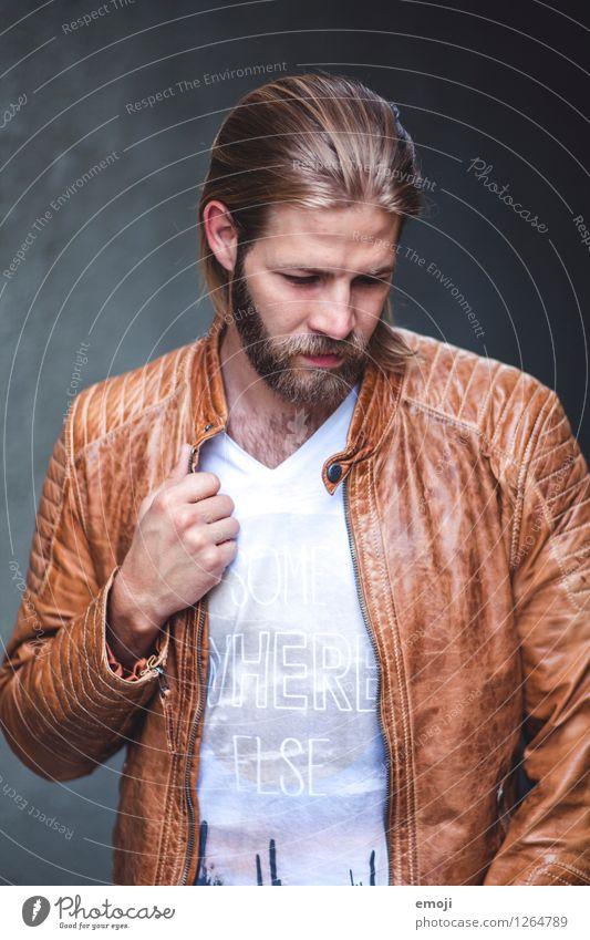 jacket maskulin Junger Mann Jugendliche 1 Mensch 18-30 Jahre Erwachsene Jacke Haare & Frisuren langhaarig Bart Coolness trendy Farbfoto Außenaufnahme