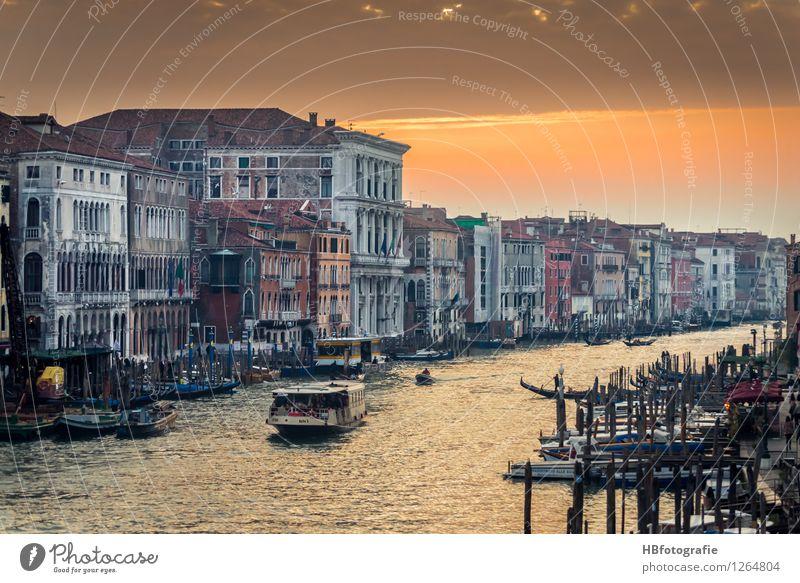 Canal Grande Venedig Italien Stadt Stadtzentrum Altstadt Haus Sehenswürdigkeit Wahrzeichen Gefühle Stimmung Warmherzigkeit Wasser Wasserfahrzeug Farbfoto