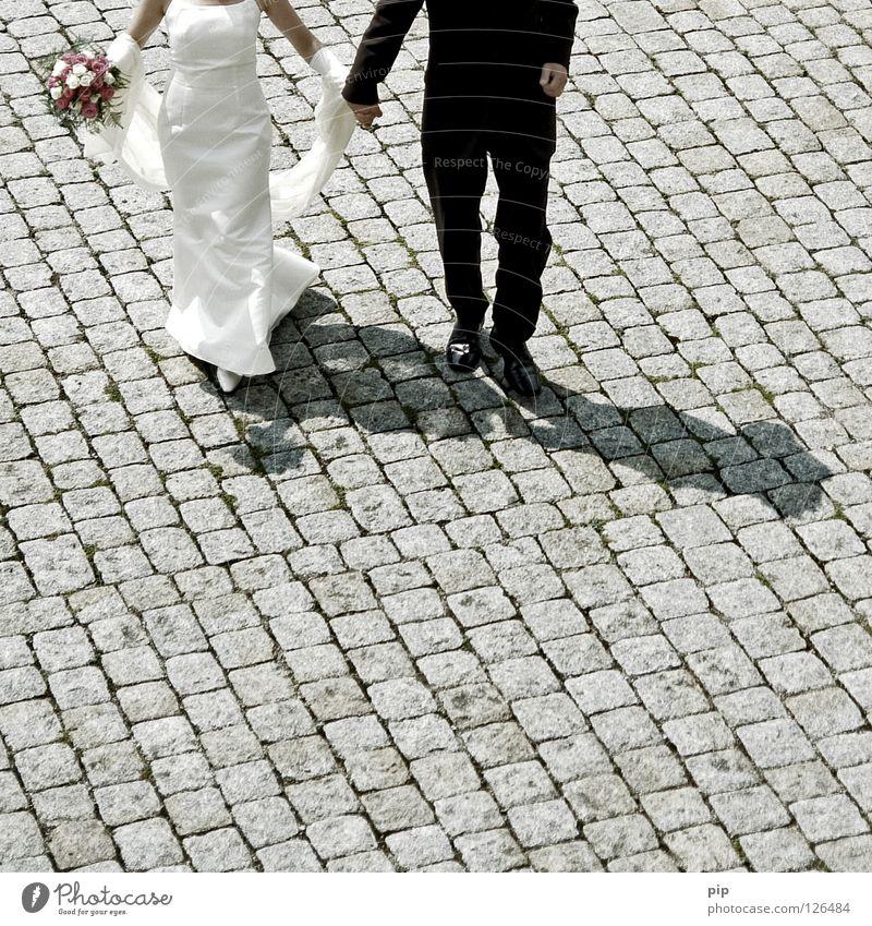 jawortgeber Hochzeit Hochzeitspaar Braut Bräutigam Ehemann Ehefrau Mann Frau Familienfeier festlich Brautkleid Blumenstrauß Paar Spielen Zusammensein 2