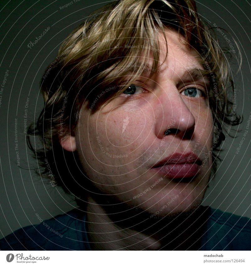 Portrait Mensch Mann Porträt Lippen Haare & Frisuren blond Neugier Gelassenheit Erholung Müdigkeit Erschöpfung fertig skeptisch Misstrauen Vorsicht Gedanke