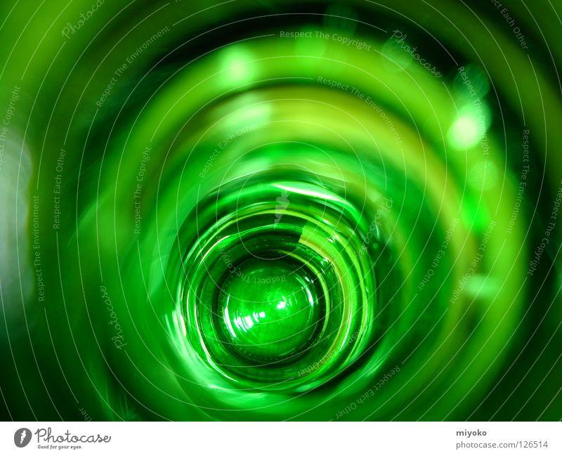 Der Blick in die Flasche grün Hintergrundbild Bierflasche Flaschenboden